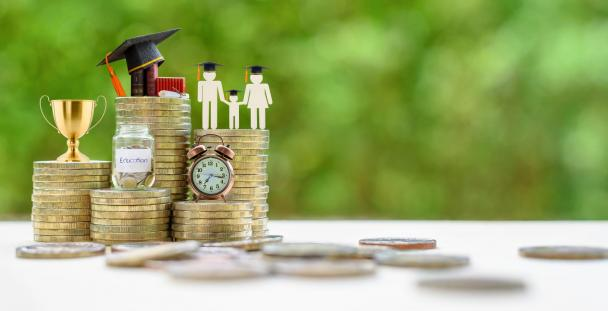 student family finance money loans (c) Shutterstock / William Potter